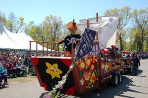 parade-ben-franklin-school-float